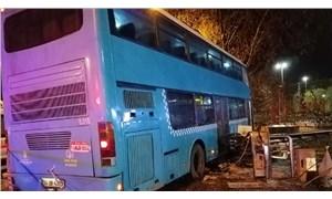 Kartal'da halk otobüsü durağa daldı: 5 yaralı