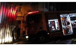 Beyoğlu'nda yangına müdahale eden itfaiye aracı 3 kişiye çarptı