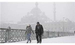 İstanbul'da kar yağışı başladı: Valilik uyardı