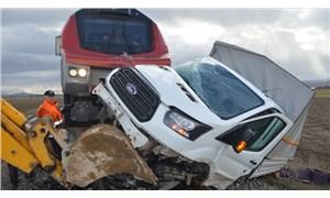 Afyon'da hemzemin geçitte yaşanan tren kazasının görüntüleri ortaya çıktı