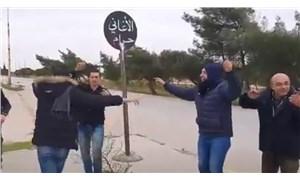 Suriyeliler, 'Şarkılar Haramdır' tabelasının altında şarkı çalıp oynadı