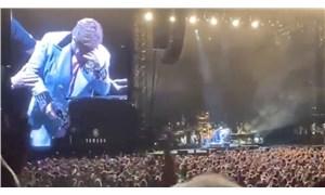 Elton John gözyaşları içinde sahneyi terk ett