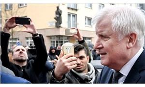 Almanya İçişleri Bakanı Seehofer: Gerçekleşen eylem ırkçı terör saldırısıdır