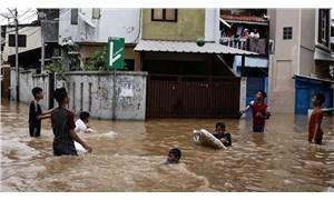 Endonezya'da sel felaketi: 6 öğrenci öldü, 5 öğrenci kayboldu