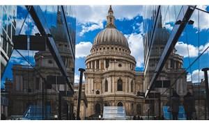 Londra'daki St Paul Katedrali'ne bombalı saldırı planlarken suçüstü yakalandı