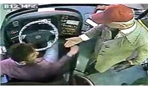 Başkasının kartıyla otobüse bindiği anlaşılınca şoförün cep telefonunu aldı