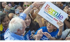 Sanders bir adım önde