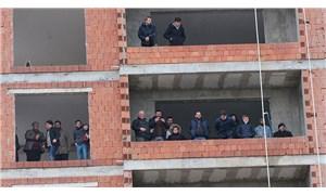 Rize'de seyircisiz maçı inşaattan izlediler