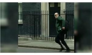 Boris Johnson'dan koşarak uzaklaşan başdanışmanı Cummings de karantinada
