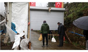 Rize'de koronavirüsten korunmak için mahalleyi kepenkle kapattılar