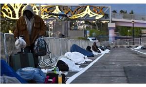 ABD'de evsizler yine evsiz: Otoparkta yerlere sosyal mesafe kutuları çizdiler!