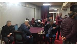 Esenyurt'ta kahvehanede 26 kişi okey oynarken yakalandı