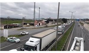 İstanbul giriş ve çıkışlarında kilometrelerce araç kuyruğu