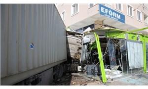 Hatay'da bir TIR uygulama noktasındaki araçlara çarptı: 5 ölü, 15 yaralı