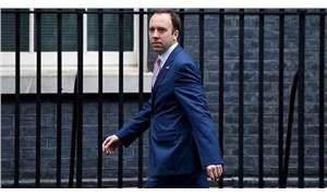 İngiltere Sağlık Bakanı Covid-19'u yendi