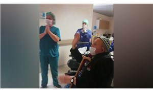 İzmir'de koronavirüsü yenen 84 yaşındaki yurttaş taburcu edildi