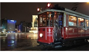 Beyoğlu'ndaki nostaljik tramvay, son seferini yaptı