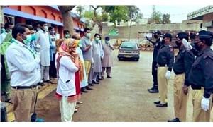 Pakistan'da koruyucu malzeme eksikliğini protesto eden sağlık çalışanlarına gözaltı