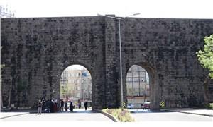 Diyarbakır'ın Sur ilçesine araç girişine kısıtlama getirildi