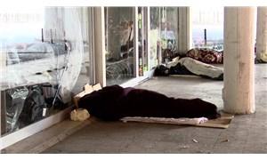 """Fatih'te evsizler alt geçitte yatıyor: """"Burası bakım evlerinden daha güvenli"""""""