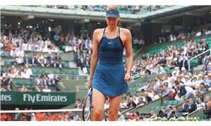 Telefon numarasını paylaşan Sharapova'ya milyonlarca mesaj geldi