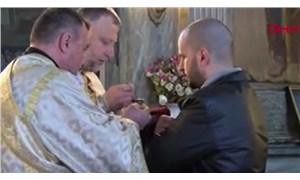Bulgaristan'da 'sosyal mesafe'siz ayin: Yüzlerce kişi aynı kaşıktan 'kutsanmış' su içti