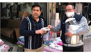 Menemen Belediyesi koronavirüse karşı maske ve siperlik dağıttı