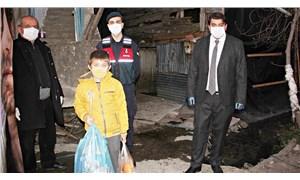 Evden çıkamayan çocuk, 'yasal hakkım' diyerek jandarmadan cips istedi