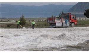 Salda Gölü'ne kamyonlar girdi: Kumlar geri taşınıyor