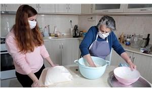 Sağlık çalışanlarına her gün gönüllü yemek yapıyor
