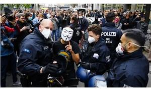 Almanya'da koronavirüs kısıtlamaları protesto edildi