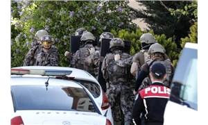 Af yasası ile cezaevinden tahliye olan erkek 2 çocuğunu silahla rehin aldı