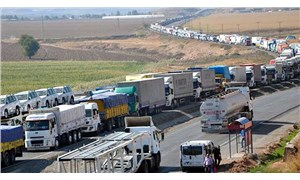 Bakan Pekcan: Gürbulak sınır kapısında bekleyen 250 TIR'ın girişi işlemleri tedbirli olarak başladı