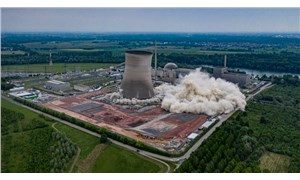 Almanya, nükleer santralin soğutma kulelerini böyle yıktı