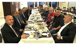 MHP'li başkan yasağa uymadı, muhtarlarla toplu iftar yaptı