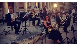 Salgının ortasında zorla orkestra konseri