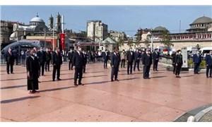 19 Mayıs kutlanıyor: İmamoğlu, Taksim'de düzenlenen törende Cumhuriyet Anıtı'na çelenk bıraktı