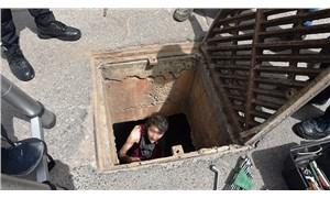 Karantinadaki mahalleye kanalizasyondan girmek isteyen kişi içeride mahsur kaldı