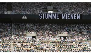Mönchengladbach, stadını karton taraftarlarla doldurdu
