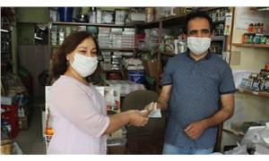 Muhtar yardım kampanyasıyla 30 ailenin bakkal borcunu ödedi