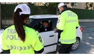 Geri geri giderek cezadan kaçmaya çalışan sürücü yakalandı, iki ceza birden yedi