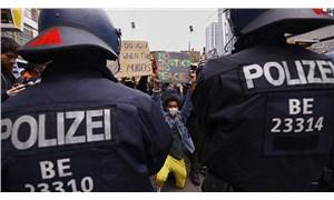 Almanya, koronavirüs uygulamasını eylemcileri takip etmek için kullanacak