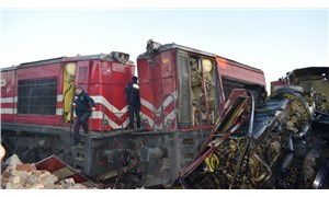 İki yük treni kafa kafaya çarpıştı: Kayıp makinist aranıyor