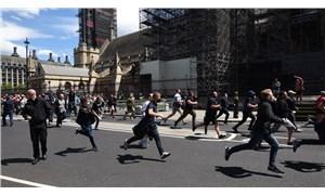 İngiltere'de aşırı sağcılar gösteri düzenledi: Nazi selamı verdiler!
