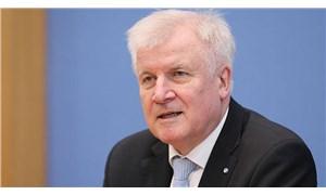Gazeteciyi dava etmeye hazırlanan Alman bakandan geri adım
