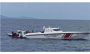Ayvalık açıklarında göçmenleri taşıyan bot battı: 4 kişi aranıyor