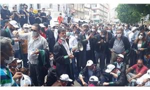 Adana'da çoklu baro sistemine karşı eylem yapan avukatlara polis müdahalesi
