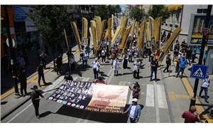 Sivas Katliamı'nda yaşamını yitirenler, 27. yılında Madımak Oteli önünde anıldı