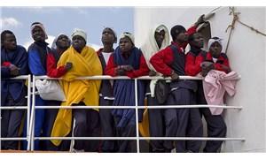 Sığınmacı gemisi acil yardım bekliyor