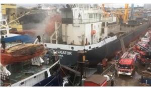 Tuzla'da gemide yangın çıktı